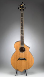 Breedlove B22 Bass – Bearclaw Spruce/Walnut